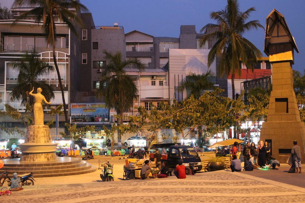 Probabilités, urnes, tirages, arbre, loi, tableau, première, Pantai Losari, Makassar